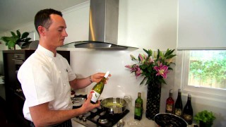 De Bortoli Wines Recipe: Steamed Mussels with Crusty Bread
